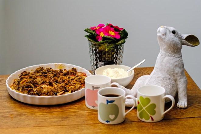Einfaches Osterdessert mit Kaffee