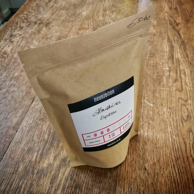 Kaffee aufbewahren in einer Kaffeetüte