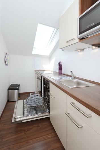 Küche-mit-Spülmaschine