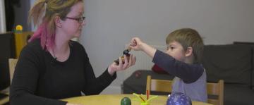 com millorar la memòria d'un nen jugant