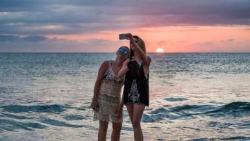 Com afecten les fotos que fem amb el mòbil als nostres records?