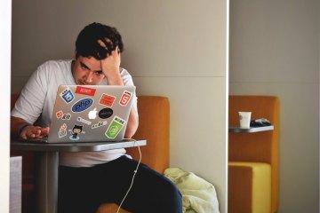 Adolescents que es maltracten ells mateixos a la xarxa