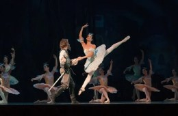 This shows ballet dancers.