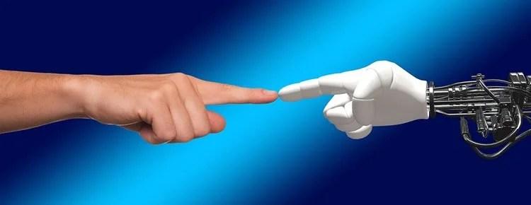 人类和机器人的手
