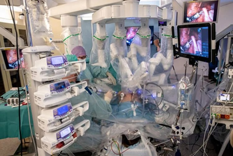 the keyhole surgery robot