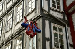 This shows the Macy's Thanksgiving Day Parade Spiderman ballon