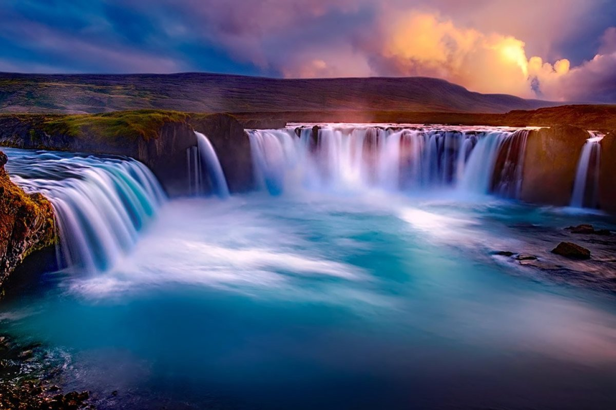 This shows a beautiful waterfall