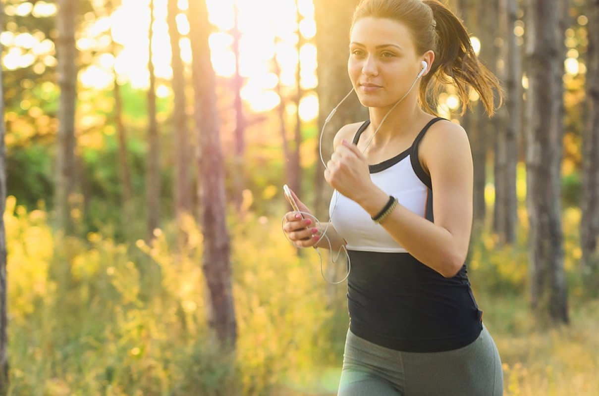 Upbeat music can sweeten tough exercise - Neuroscience News