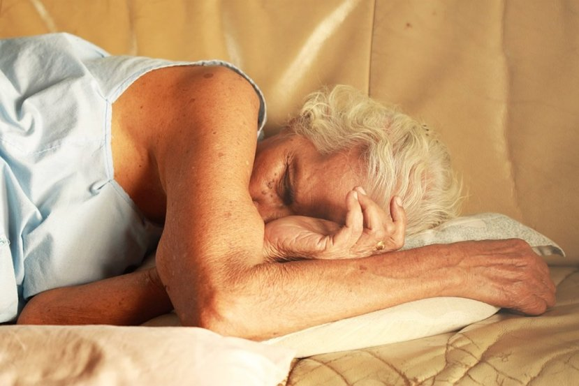 This shows an old lady sleeping