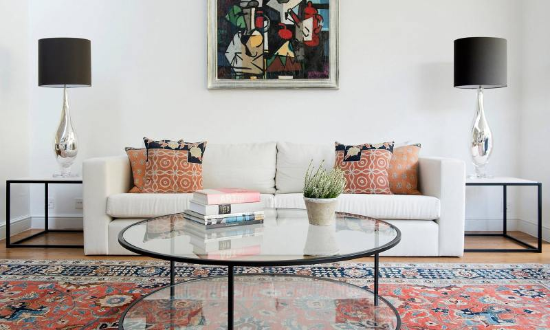 Traditional rug in modern living room 2