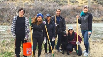 Photo Courtesy of Cecy Cervantes Cecy Cervantes and other members of Environmental Club and the Tri-Beta Biological Honor Society clean up Mayberry Park during the Spring 2016 semester. Cervantes is being honored with the Golden Pinecone award for her environmental efforts.