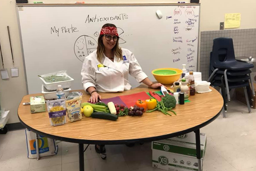 Extension Nutrition Specialist Susan McClain gives a cooking demonstration to Richard J. Rundle Elementary School students in Las Vegas. Photo by Richard J. Rundle Elementary School.