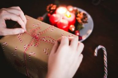 Christmas gift wrapping | neveralonemom.com