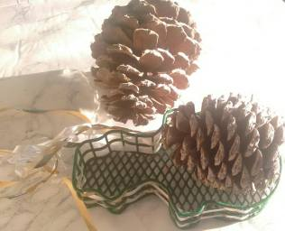 DIY pinecone essential oil diffuser. |neveralonemom.com