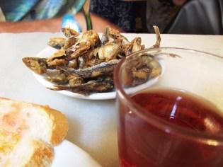 Bread with tomatoe, fried sardines and homemade wine - Bodega de La Plata