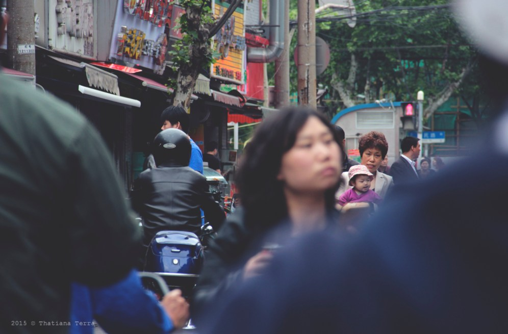 China: People watching at the Old Town, Shanghai (4)