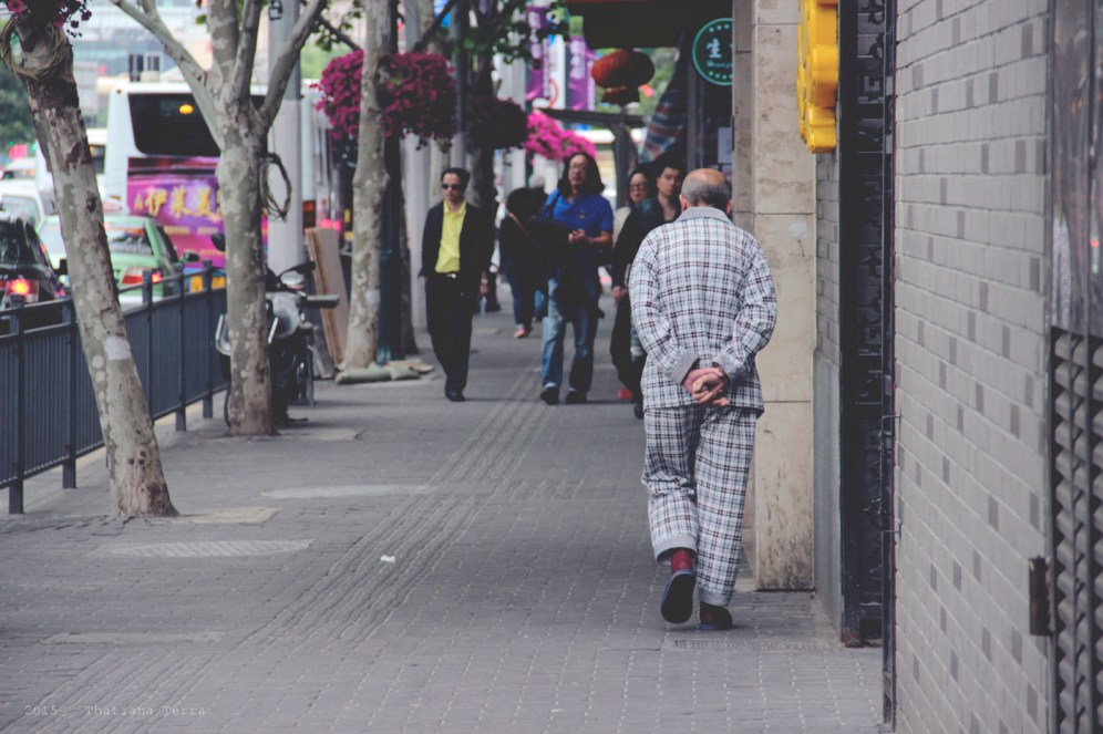 China: People watching at the Old Town, Shanghai (10)