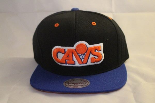 An 80's classic is thisMitchell and Ness Cleveland Cavs 2 Tone Snapback Cap. Relive the days of Brad Daugherty, Mark Price and Larry Nance with this classic lid.