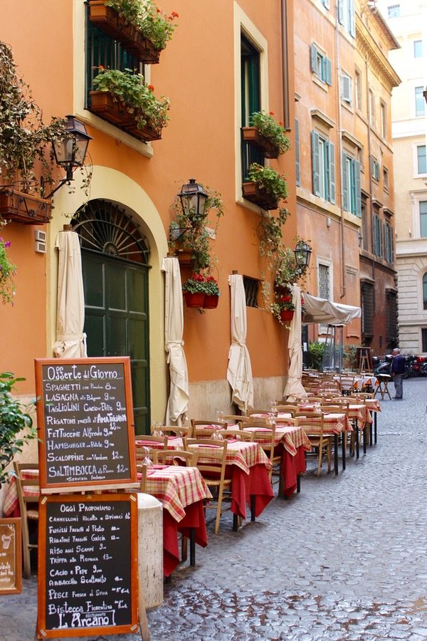 Rome Italy Best Places to Eat from NeverEndingJourneys.com