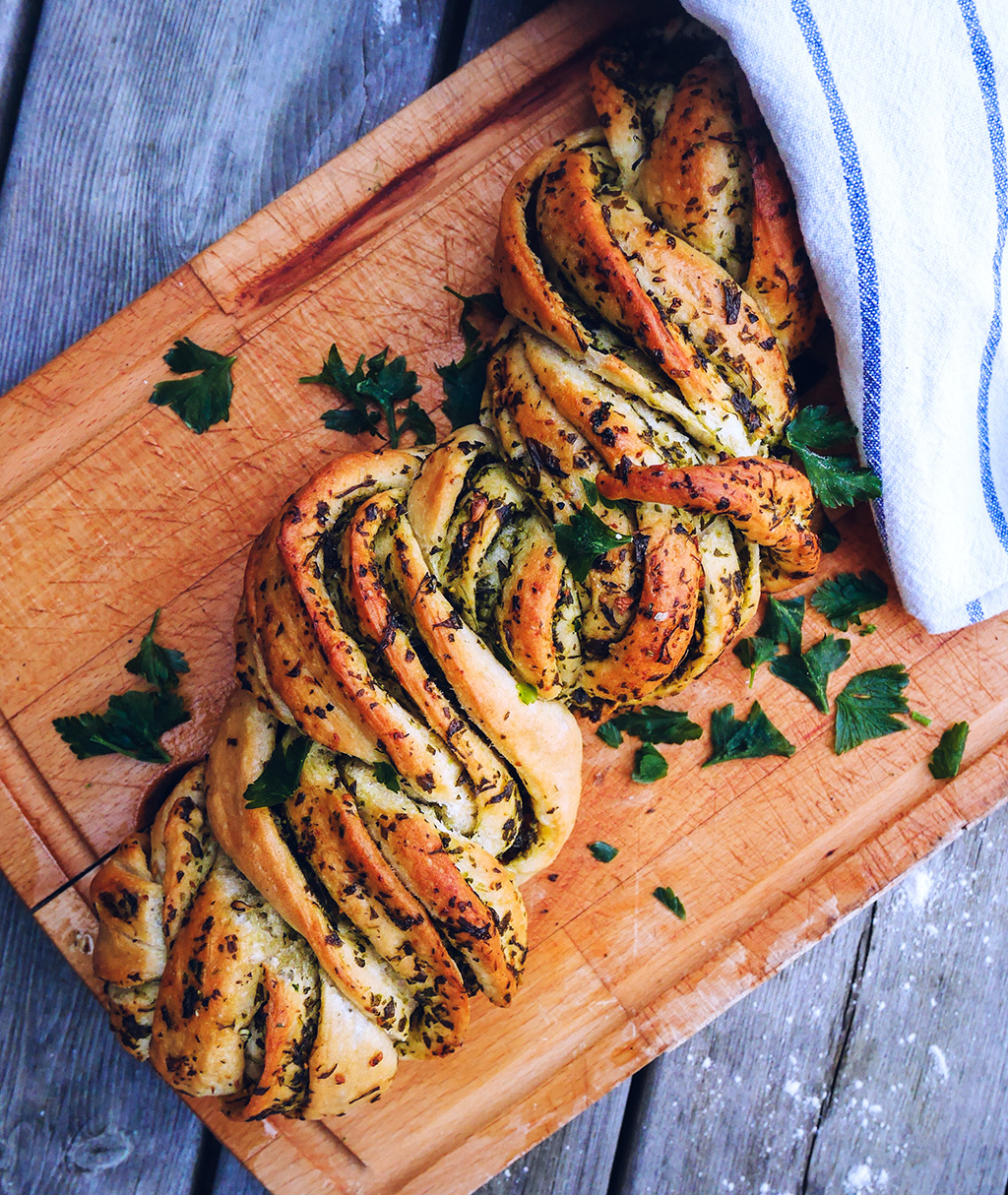 Garlic & Parsley Twist Bread