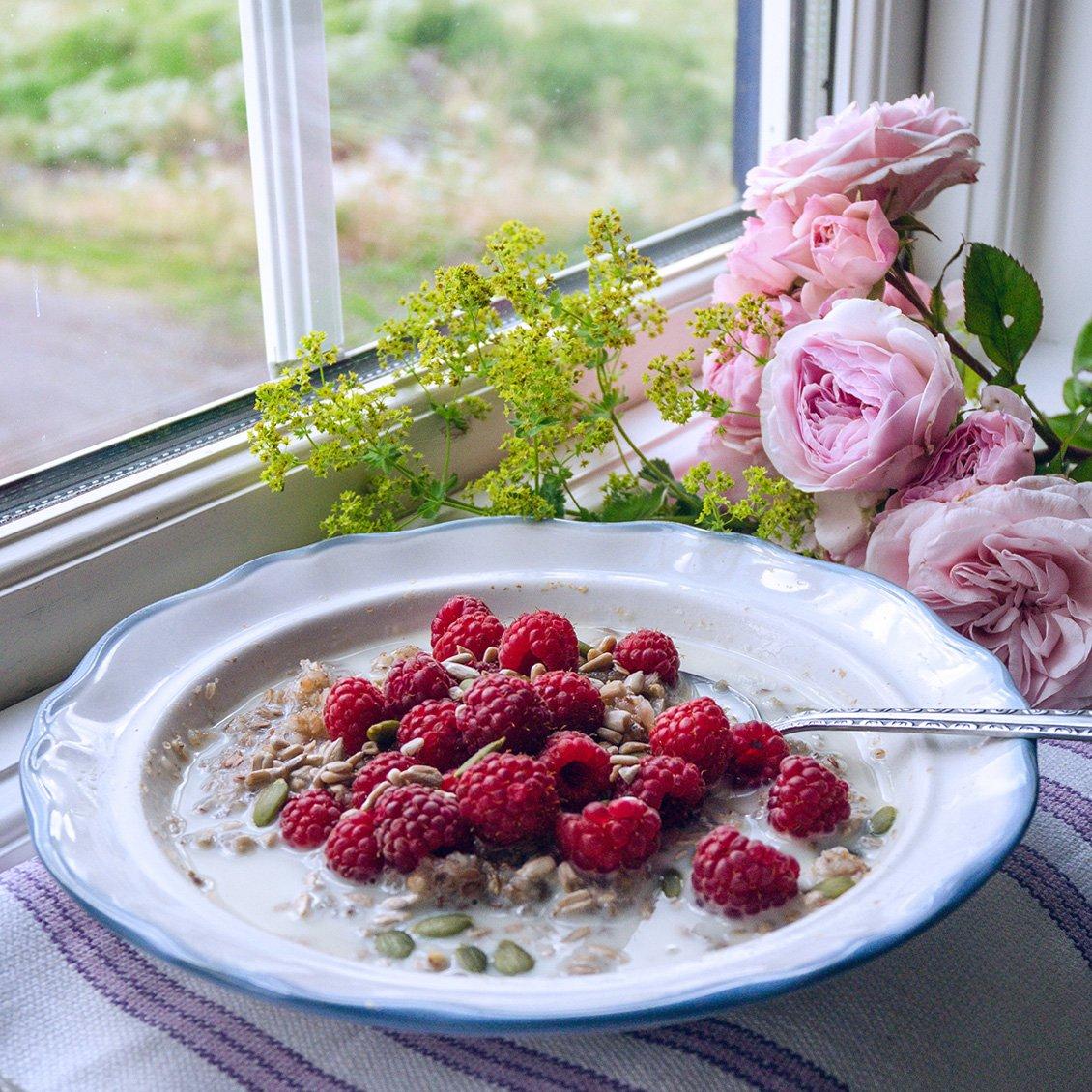 Rye Porridge with Raspberries