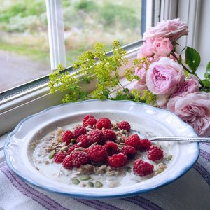 Rye Porridge with Raspberries