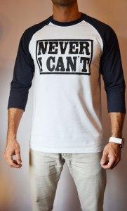 TB0366 camiseta beisbolera blanca y navy manga 3:4 delantera