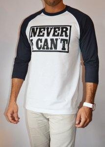 TB0366 camiseta beisbolera blanca y navy manga 3:4 lateral