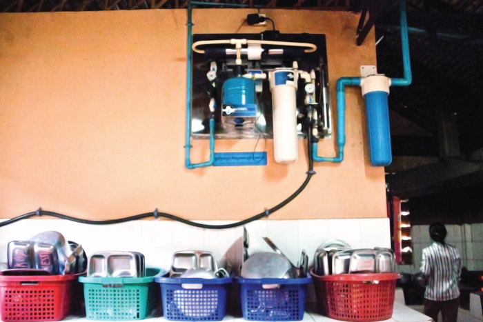 Splash water system and clean dishes at Sangkheum Center