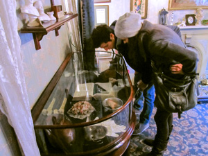 couple looking at an exhibit at the Sherlock Holmes Museum in London