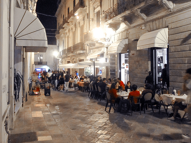 outdoor cafes in Italy in the heel of the boot