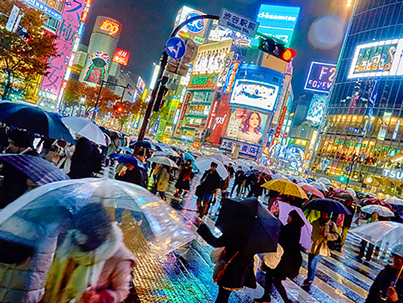 people in a rain storm in Tokyo - one of the best places in Japan