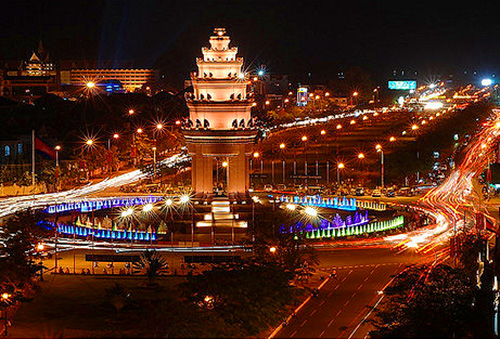 Independence Monument, Phnom Penh / photo: Bart Geesink
