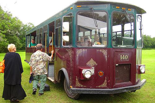 Trolley at the Charleston tea Plantation / photo: Via Tsuji