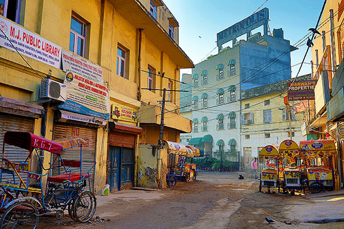 844513-early morning New Delhi street-Andrzej Wrotek