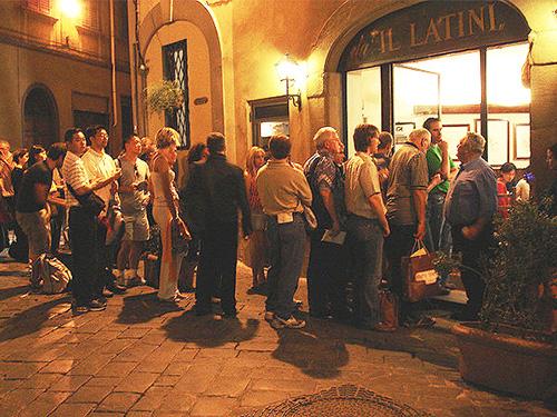 Line outside Il Latini / photo: Kimberli Florence Restaurants