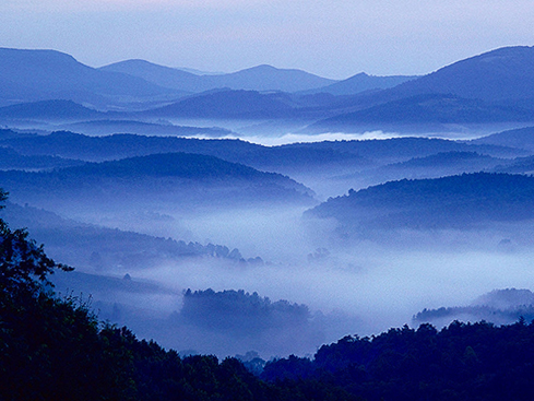 Blue Mountains seen on a Smoky Mountains road trip