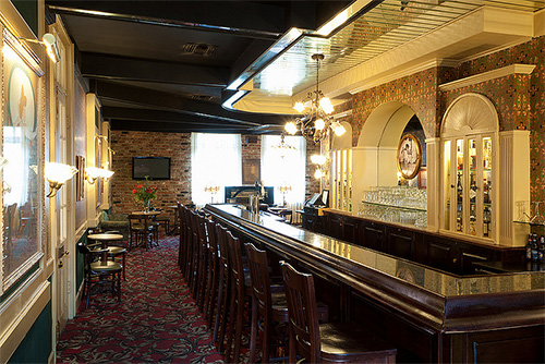 May Baileys Place bar in New Orleans / photo: Dauphine Orleans Hotel