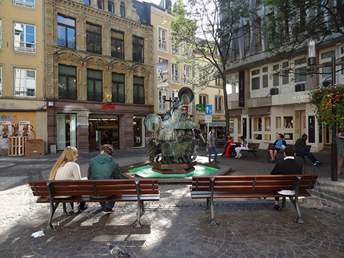 Relaxing in the Grand-Rue, one of the things to do in Luxembourg