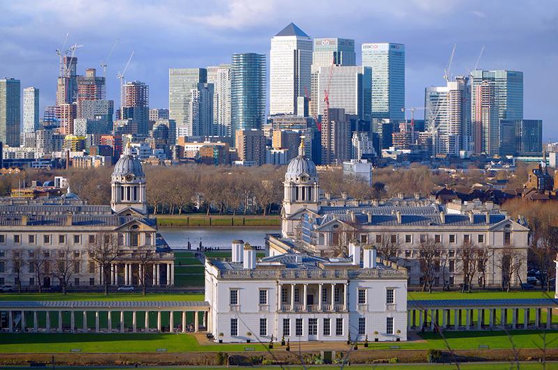 old buildings in front og teh London skyline