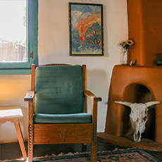Ghost Ranch chair in New Mexico / photo: Artotem via Flickr
