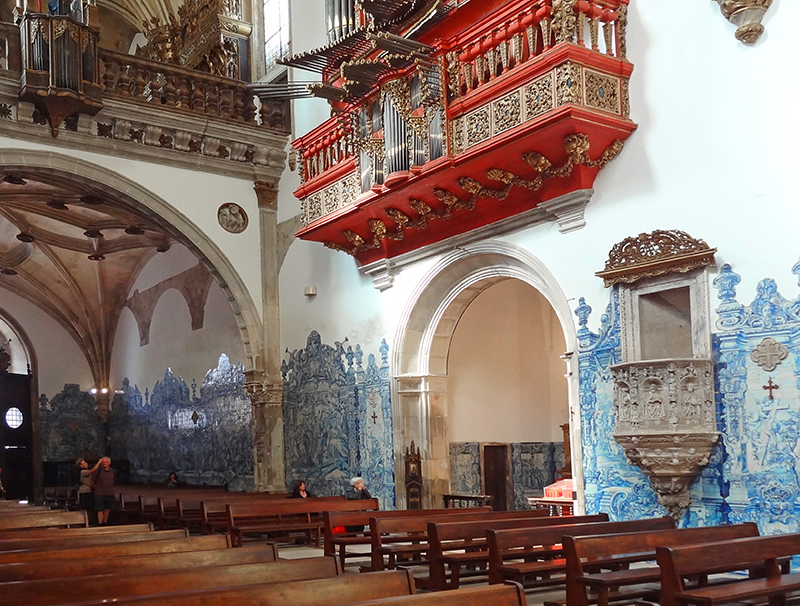 The chapel in the Santa Cruz Monastery, one of the things to see on a day trip to Coimbra