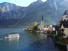 A boat coming into a lakeside village in Europe