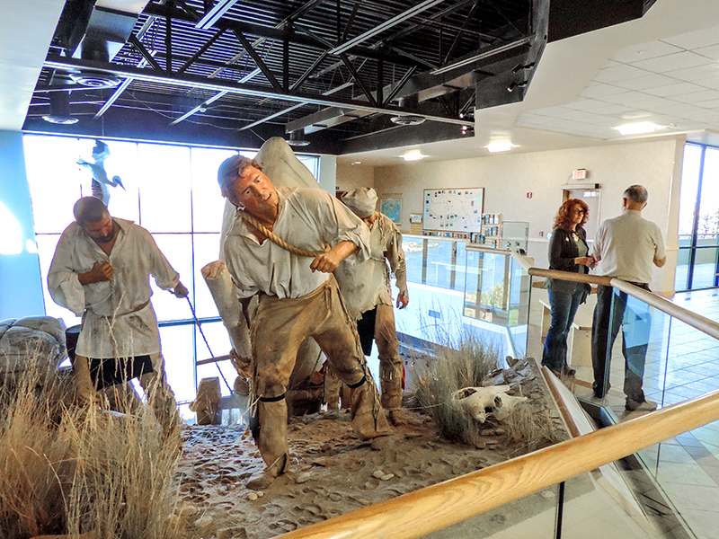 diorama of men pulling a load with ropes, seen at the Lewis and Clark Interpretive Center