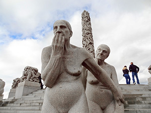 statues of a man and woman in Orlo