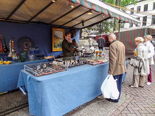 man looking at antiques in the Grand Sablon, one of my hidden gems