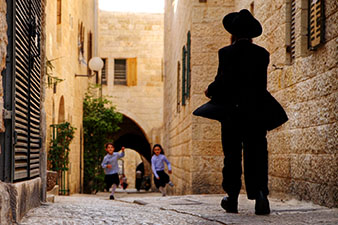 children on a street in Jerusalem