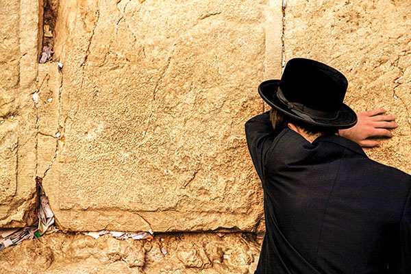 man at wall, one fo the things to see in Jerusalem