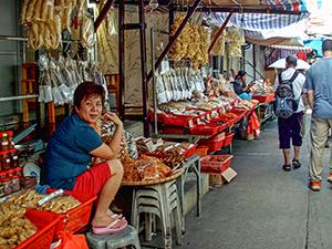 a streetndor in Hong Kong ve