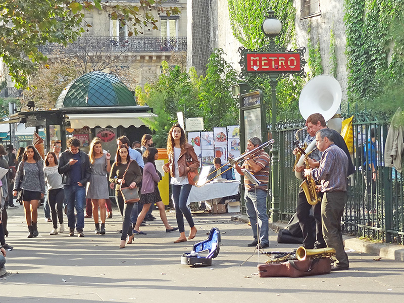 street musicians in Paris, one of the best places to visit in France